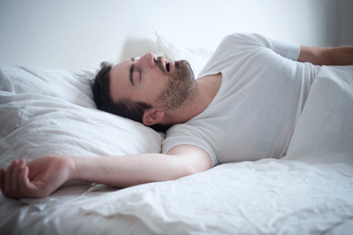 cv_young man snoring in bed